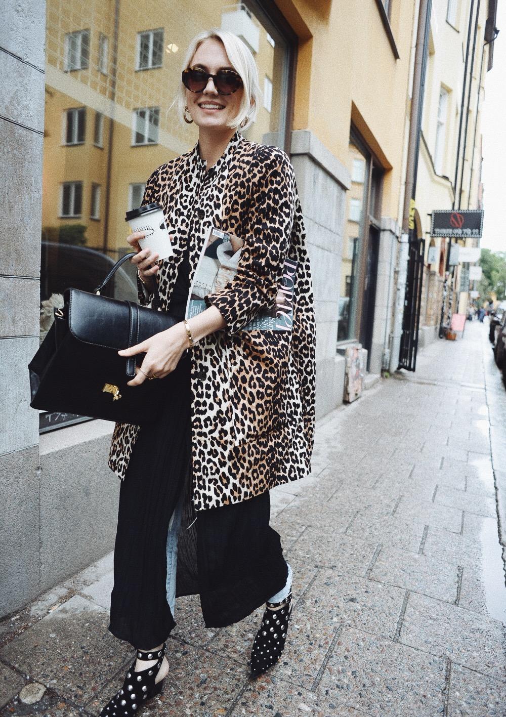 5c74b21f6cb Hej på er fina ni, så här har jag sett ut i dag. Jag invigde min nya  leopardkappa från Ganni som jag köpte förra veckan. Fin va? Jag älskar den!